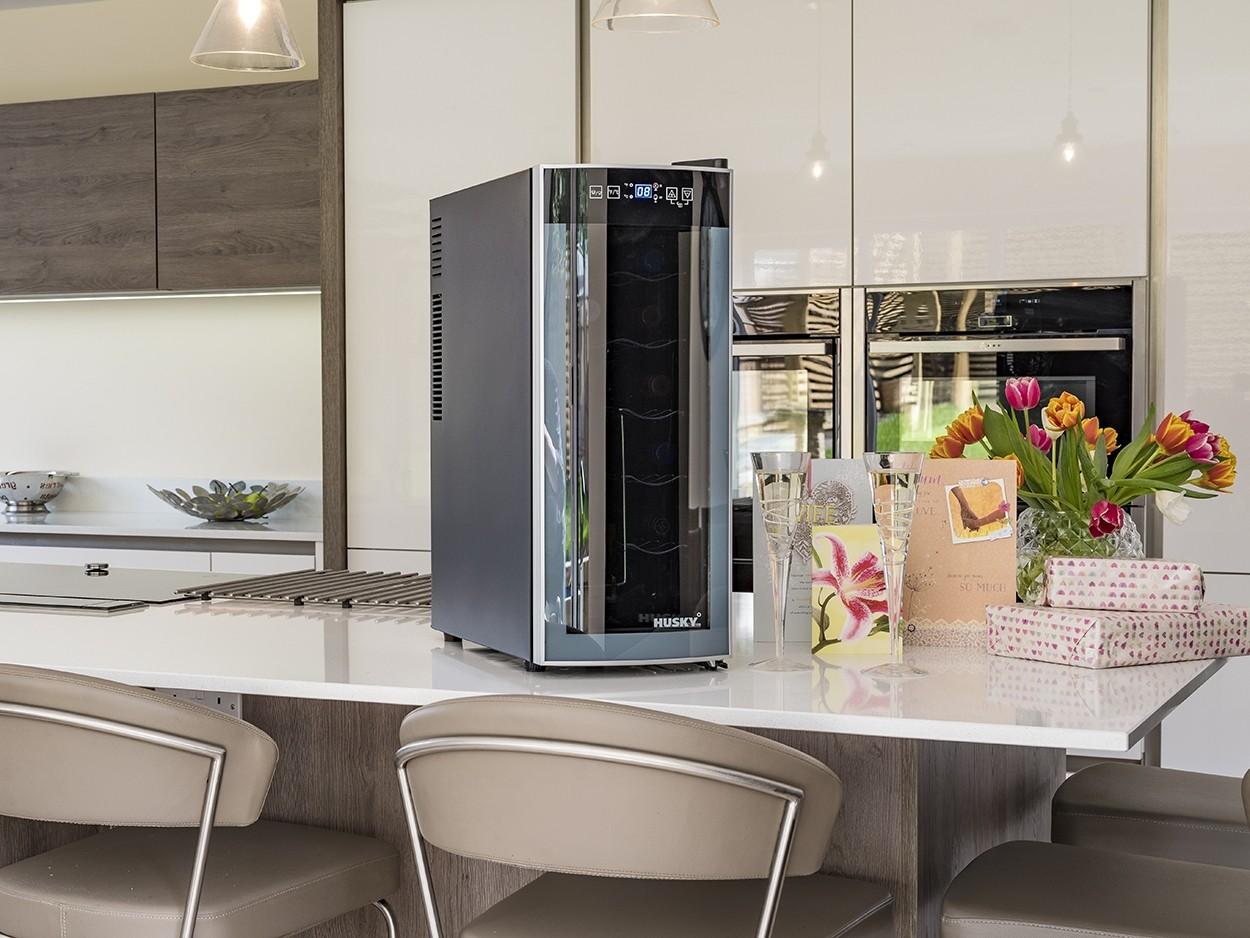 HUSKY HN6 Freestanding Slimline Wine Cooler